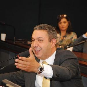 g n 136 9e7i - Ricardo Izar regulamenta o Salão-Parceiro