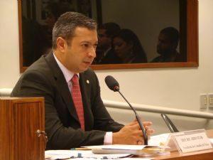 g n 182 6y4d 300x225 - Jornal Nacional: Deputado licenciado André Vargas não renuncia ao mandato