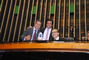 g n 245 7p5t - IG: Ricardo Izar oferece imagem de padroeiro dos animais a Henrique Alves