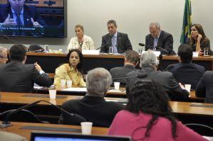 g n 299 2r0u 1 - Folha de São Paulo: André Vargas abandona reunião do conselho em que é processado