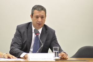 g n 366 7f5i - Izar quer ampliar debate entre taxistas e adeptos de aplicativos de transporte